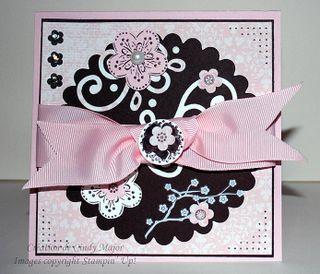 Carte cercle festonne et fleurs roses