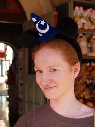 Portrait de Cindy avec chapeau_reduite
