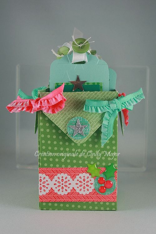 Boite etiquettes de Noel rose vert turquoise